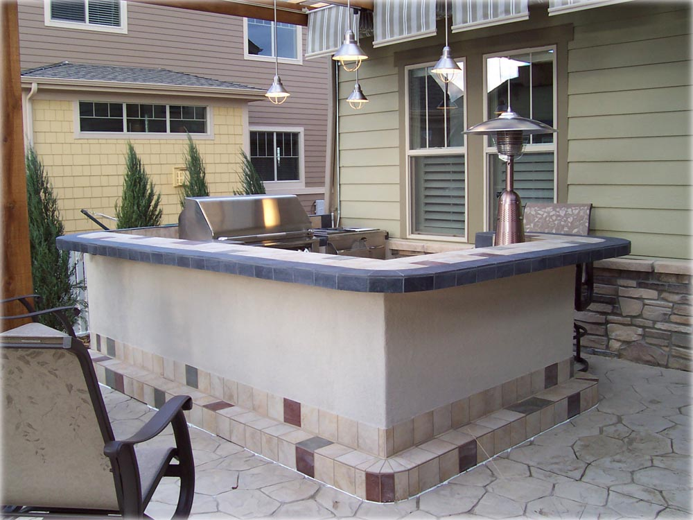 King Cut Tile With Outside Bar Designs